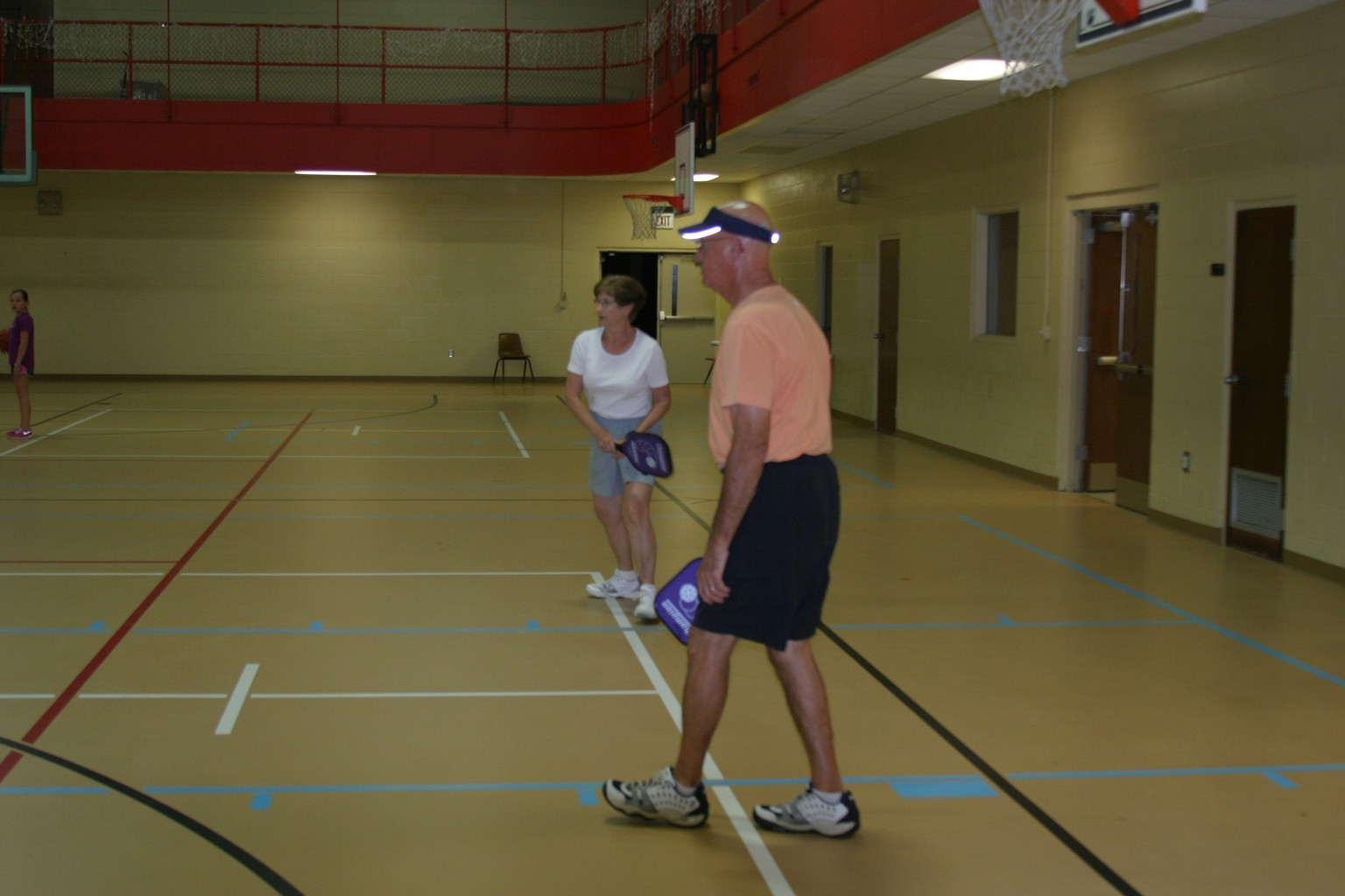 husband and wife playing pickleball in trussville alabama, alabama pickleball, trussville pickleball, birmingham pickleball, southside pickleball